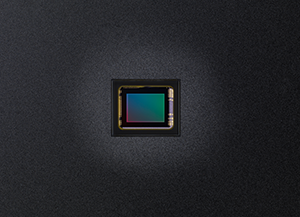 1/1.7 Backlit 12 megapixel CMOS sensor 