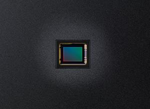 1/1.7' Backlit 12 megapixel CMOS sensor